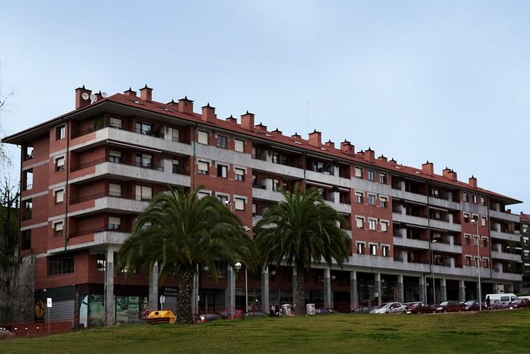VIVIENDAS EN LAPURDI KALEA GALDAKAO (2004)