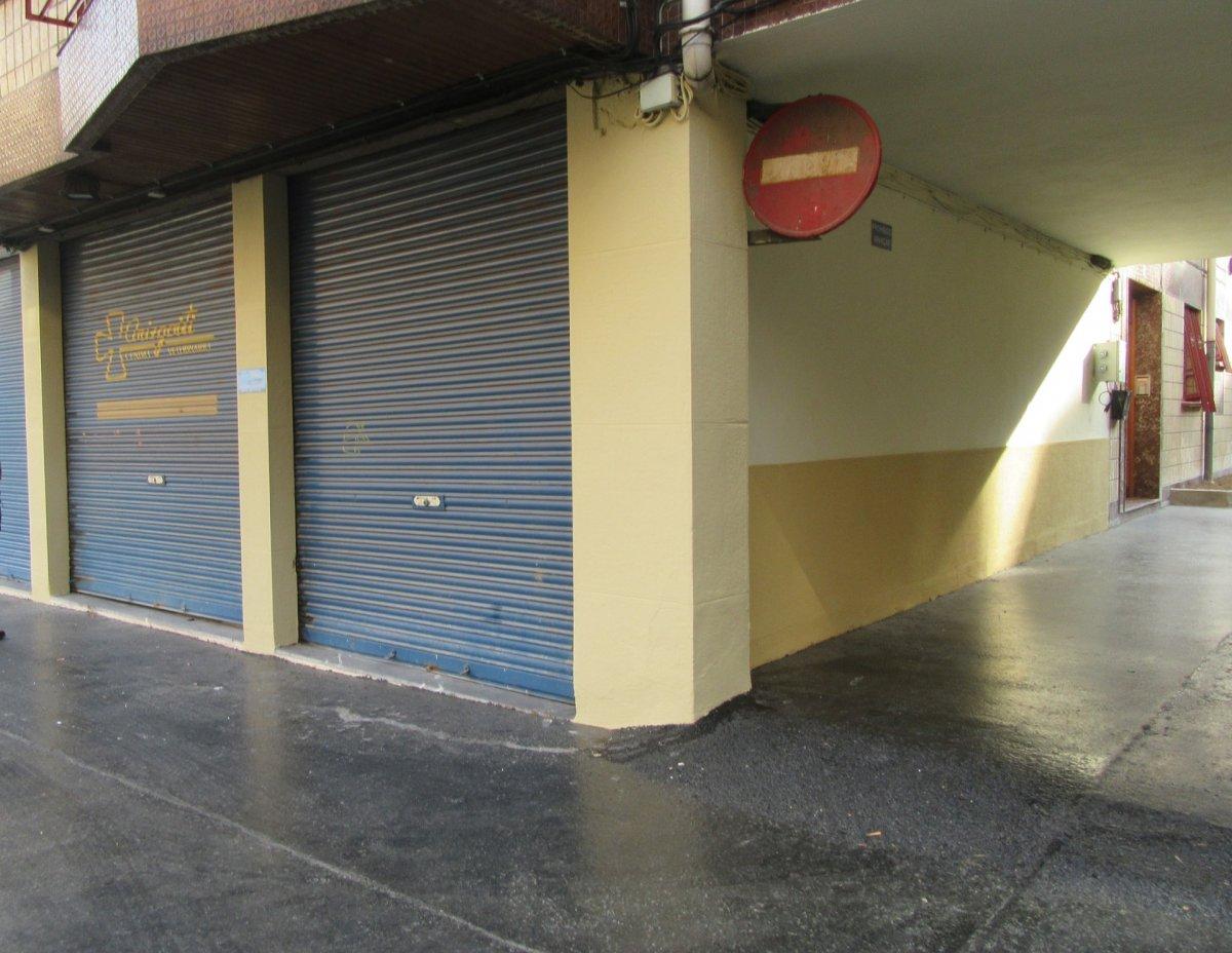Local En Buen Estado En Zona Ayuntamiento-Basozelai