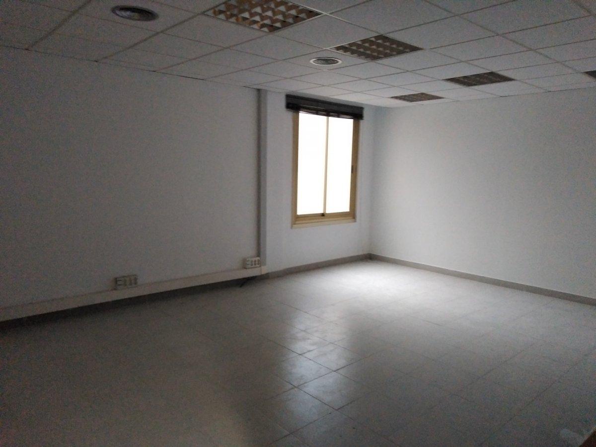 Alquiler de oficina de 32 m2, en zona Indautxu, edificio de oficinas.
