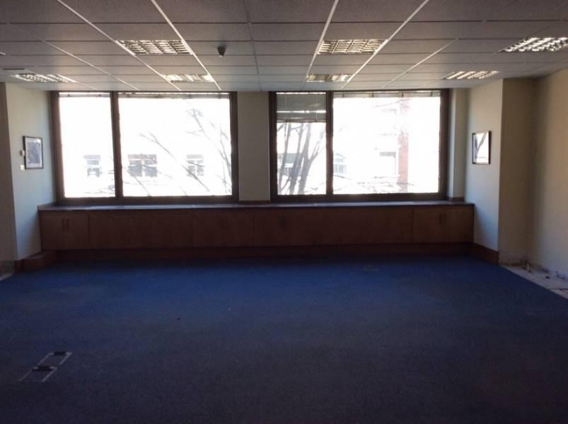 ZONA SAGRADO CORAZÓN. Oficina de 597 m2. Dispone de dos entradas independientes