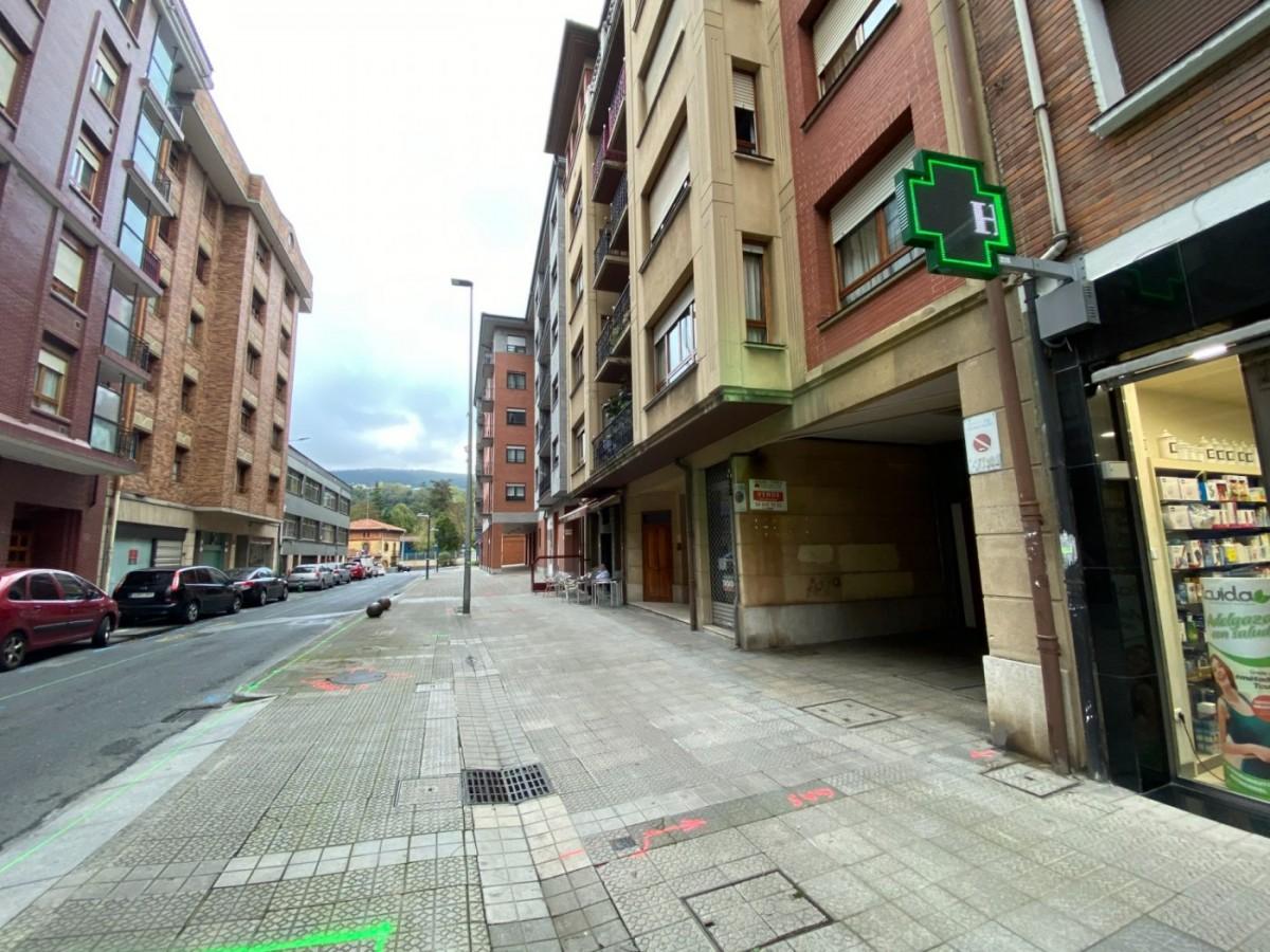 Se Vende Parcela De Garaje Económica Céntrica En Etxebarri Zona San Esteban